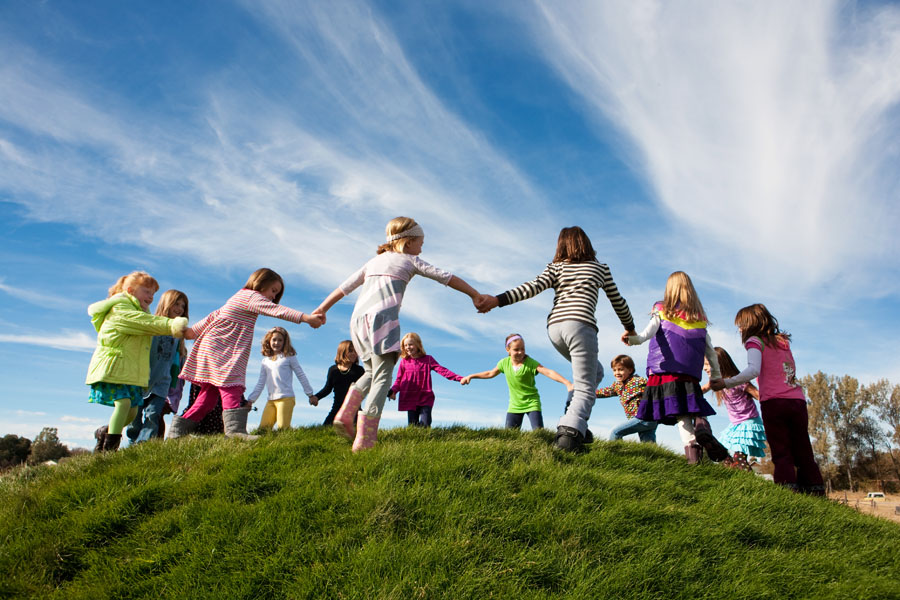copii-joaca-afara